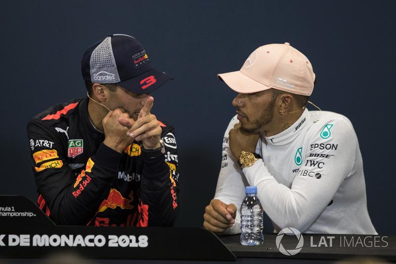Daniel Ricciardo, Red Bull Racing e Lewis Hamilton, Mercedes-AMG F1 nella conferenza stampa