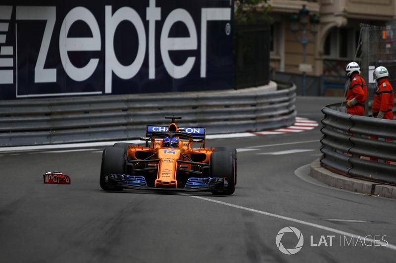 Fernando Alonso, McLaren MCL33 passes debris