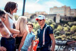 Selfie pour Esteban Ocon, Force India F1