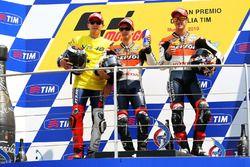 Podio: il secondo classificato Jorge Lorenzo, Yamaha Factory Team, il vincitore della gara Dani Pedrosa, Repsol Honda Team, il terzo classificato Andrea Dovizioso, Repsol Honda Team