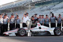 Il vincitore della gara Will Power, Team Penske Chevrolet