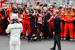 Race winner Daniel Ricciardo, Red Bull Racing, Christian Horner, Team Principal, Red Bull Racing, Adrian Newey, Chief Technical Officer, Red Bull Racing, and the team celebrate in Parc Ferme