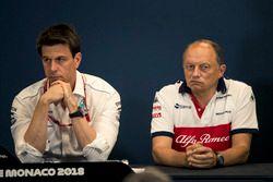 Toto Wolff, directeur de Mercedes AMG F1 et Frederic Vasseur, directeur de Sauber, en conférence de presse