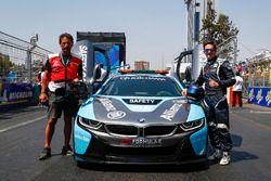 Bruno Correia, pilote de la voiture de sécurité, avec la nouvelle BMW i8