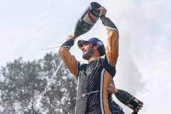 Jean-Eric Vergne, Techeetah, Andre Lotterer, Techeetah enjoy their Mumm Champagne on the podium
