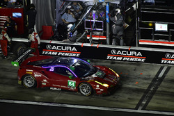 Пит-стоп: Билл Суидлер, Таунсед Белл, Фрэнки Монтекальво, Сэм Бёрд, Scuderia Corsa, Ferrari 488 GT3 (№64)