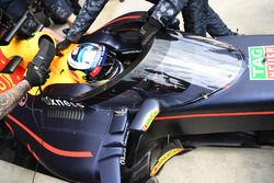 Daniel Ricciardo, Red Bull Racing RB12 with aeroscreen