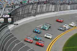 Départ, #82 Risi Competizione Ferrari 488 GT3, GTD: Ricardo Perez de Lara, Martin Fuentes, Santiago Creel, Miguel Molina, Matt Griffin, Leads the GTD field to the Green Flag