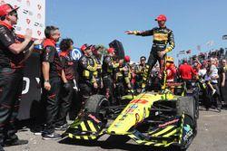 Race winner Sébastien Bourdais, Dale Coyne Racing con Vasser-Sullivan Honda