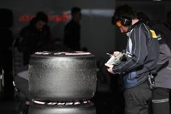 Un technicien Pirelli