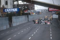 Gerhard Berger, Mclaren MP4/5B Honda leads Jean Alesi, Tyrrell 018 Ford, Andrea de Cesaris, Dallara 190 Ford, Ayrton Senna, Mclaren MP4/5B Honda and Pierluigi Martini, Minardi M189 Ford at the start