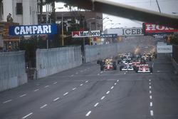 Start zum GP USA 1990 in Phoenix: Gerhard Berger, Mclaren MP4/5B, führt