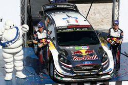 Подиум: победители Себастьен Ожье и Жюльен Инграссиа, M-Sport Ford