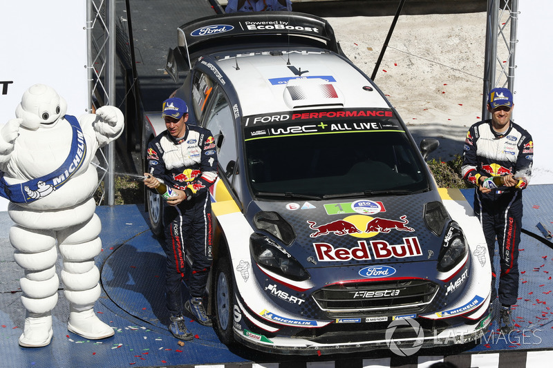 Podio: i vincitori Sébastien Ogier, Julien Ingrassia, M-Sport Ford WRT Ford Fiesta WRC