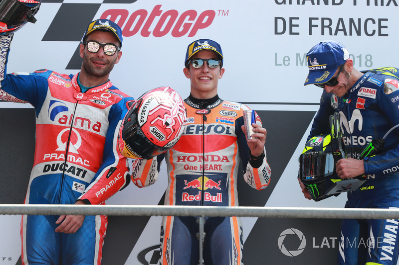 Il vincitore della gara Marc Marquez, Repsol Honda Team, il secondo classificato Danilo Petrucci, Pramac Racing, il terzo classificato Valentino Rossi, Yamaha Factory Racing