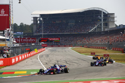 Brendon Hartley, Toro Rosso STR13, leads Pierre Gasly, Toro Rosso STR13, Daniel Ricciardo, Red Bull Racing RB14, and Stoffel Vandoorne, McLaren MCL33