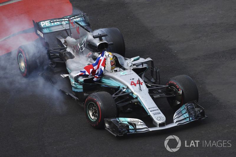 2017: Lewis Hamilton, Mercedes W08