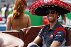 Romain Grosjean, Haas F1 Team, wears a sombrero on the drivers' parade