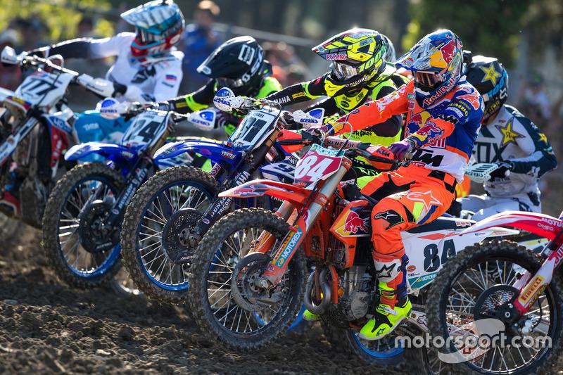 Jeffrey Herlings, KTM MXGP, en de rest bij de start