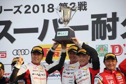 #97 Modulo CIVIC TCRの植松忠雄(左)、中野信治(中央)、大津弘樹(右)