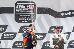 Подиум: победитель Габриэле Тарквини, BRC Racing Team, третье место – Иван Мюллер, YMR