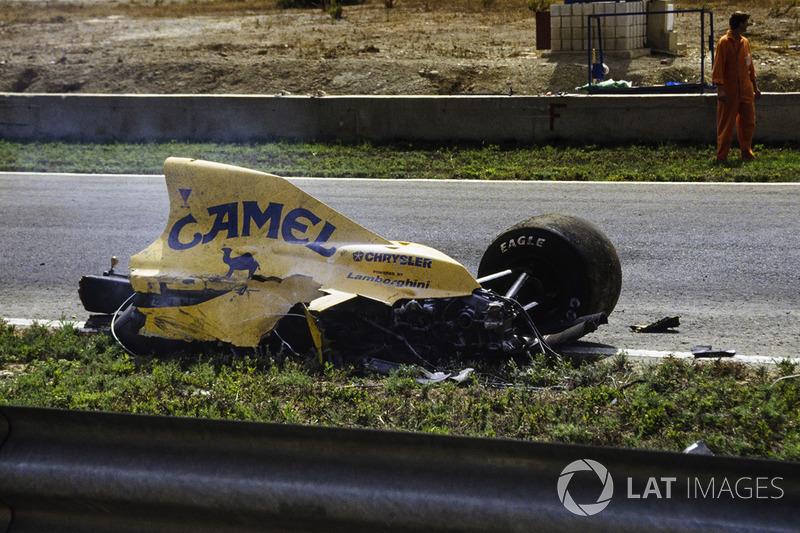 La Lotus di Martin Donnelly dopo il suo terribile incidente
