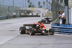 Mario Andretti, Lotus 78 Ford ramène Gunnar Nilsson, Lotus