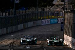Antonio Felix Da Costa, Andretti Formula E, leads Nelson Piquet Jr., Jaguar Racing