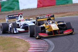 高星明誠(B-Max Racing)とアレックス・パロウ(NAKAJIMA RACING)
