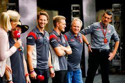 Romain Grosjean, Haas F1 Team, Kevin Magnussen, Haas F1 Team, Gene Haas, Team Owner, Haas F1 Team, Guenther Steiner, Team Principal, Haas F1 Team, on the F1 stage