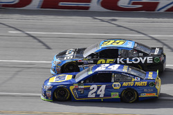 Chase Elliott, Hendrick Motorsports Chevrolet and Michael McDowell, Leavine Family Racing Chevrolet