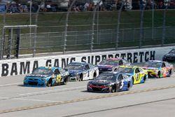 Kasey Kahne, Hendrick Motorsports Chevrolet Michael McDowell, Leavine Family Racing Chevrolet