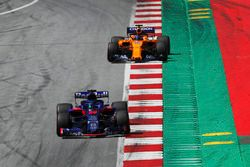 Brendon Hartley, Toro Rosso STR13,Fernando Alonso, McLaren MCL33,