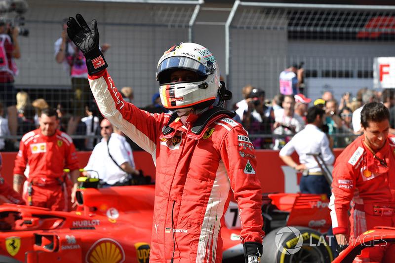"""Sebastian Vettel: """"Eu disse a ele [Verstappen] que fez uma corrida muito boa, muito consistente, sem erros e que nós o estávamos perseguindo no final, mas não conseguíamos"""""""