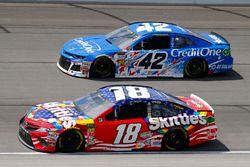 Kyle Busch, Joe Gibbs Racing, Toyota Camry Skittles Red White & Blue and Kyle Larson, Chip Ganassi Racing, Chevrolet Camaro Credit One Bank