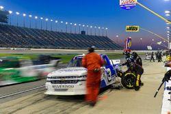Jordan Anderson, Jordan Anderson Racing, Chevrolet Silverado Bommarito / Lucas Oil makes a pit stop