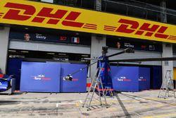 Scuderia Toro Rosso pit box y pantallas de garaje