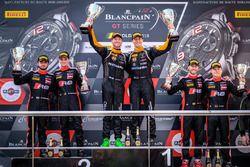 Podio: ganador de la carrera #63 GRT Grasser Racing Team Lamborghini Huracan GT3: Mirko Bortolotti,