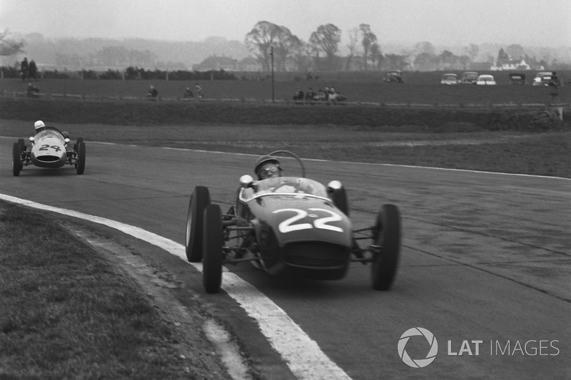 Jim Clark, Lotus 18-Ford lider, John Surtees, Cooper T52-BMC ikinci. Bu yarış, Surtees'in motosiklet