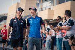 Daniel Ricciardo, Red Bull Racing y Brendon Hartley, Scuderia Toro Rosso en el desfile de pilotos