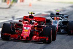 Kimi Raikkonen, Ferrari SF71H, precede Kevin Magnussen, Haas F1 Team VF-18 Ferrari