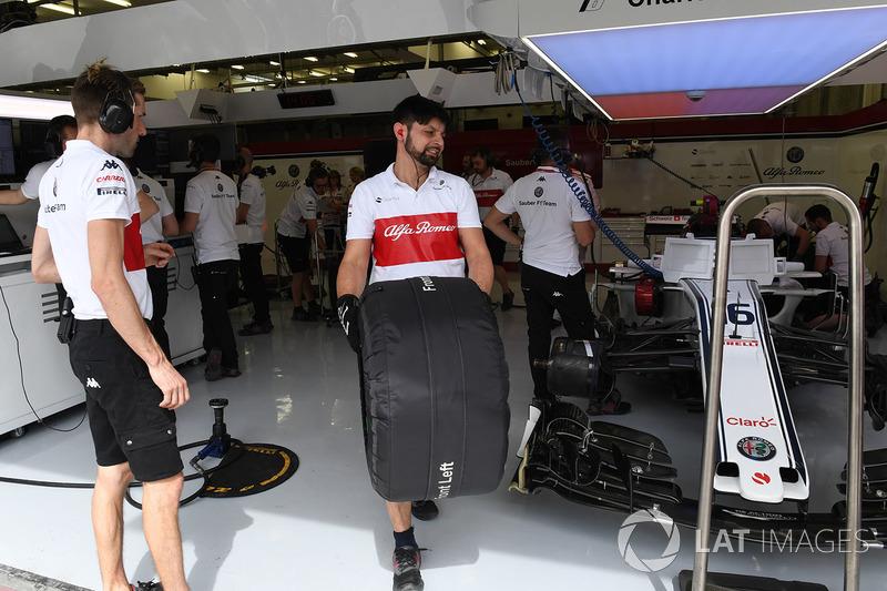 Le garage Sauber