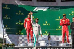 Sebastian Vettel, Ferrari, Lewis Hamilton, Mercedes-AMG F1 et Kimi Raikkonen, Ferrari sur le podium