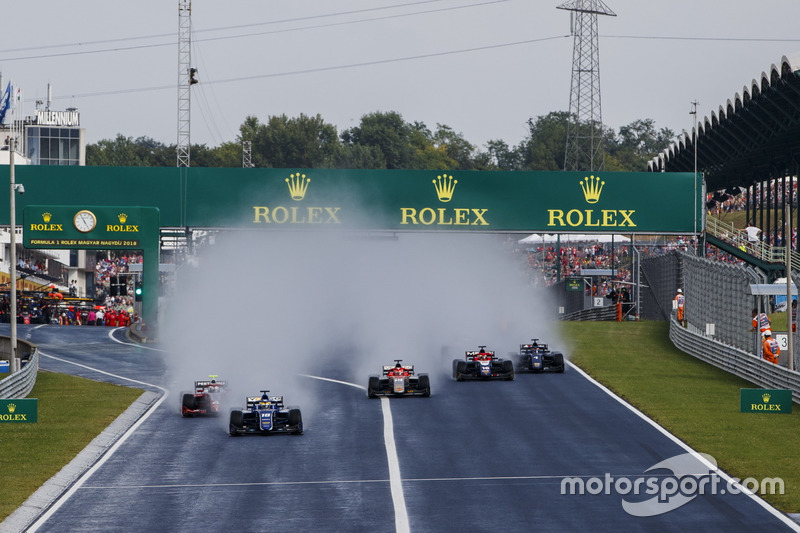 Sergio Sette Camara, Carlin, leads Nyck De Vries, PREMA Racing and the rest of the field at the start of the race