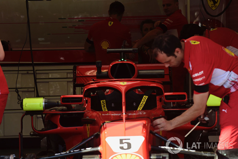 Ferrari SF71H w garażu