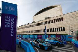 La direction de course avec la BMW i3 de la direction de course et le Safety Car BMW i8