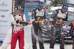 Sur le podium : Les vainqueurs Sébastien Ogier, Julien Ingrassia, M-Sport Ford WRT Ford Fiesta WRC, les deuxièmes Ott Tänak, Martin Järveoja, Toyota Gazoo Racing WRT Toyota Yaris WRC