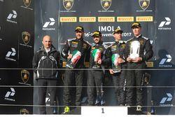 Podium AM : les vainqueurs Philipp Wlazik, Florian Scholze, Dörr Motorsport, le deuxième, Matej Konopka, ARC Bratislava, le troisième, Mario Cordoni, GDL Racing