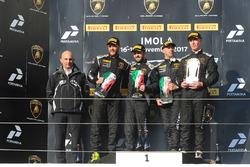 Podio AM: i vincitori della gara Philipp Wlazik, Florian Scholze, Dörr Motorsport, al secondo posto Matej Konopka, ARC Bratislava, al terzo posto Mario Cordoni, GDL Racing