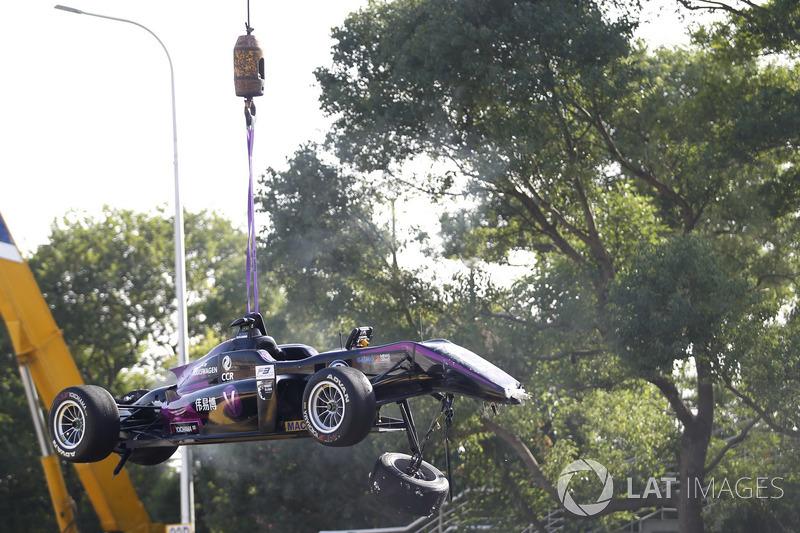 The crashed car of Sérgio Sette Câmara, Motopark with VEB, Dallara Volkswagen